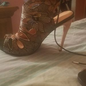 Beautiful Pink & Black heels 7 1/2 women's
